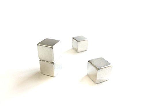 Vier zeer sterke kubusmagneten, neodymium | afmetingen: 10 x 10 mm | Art. Nr. mag_046 | voor koelkasten, whiteboards en prikborden van metaal | om vast te maken, magnetisch