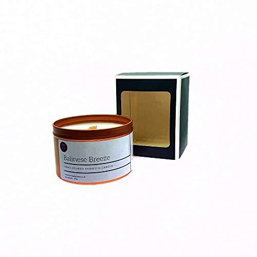 Vela perfumada de madera balinesa Breeze. Vela perfumada de gran calidad hecha en lata de oro rosa con cera de vela premium y aceites aromáticos.