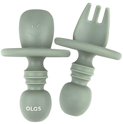 Silikon Kinderbesteck 2er Set Grün   Das erste Babybesteck Gabel und Löffel BPA-frei, einfach zu reinigen   Beißring zum Zahnen Beißspielzeug für Babys und Kinder   Selbstfütterndes Besteck (Sage)