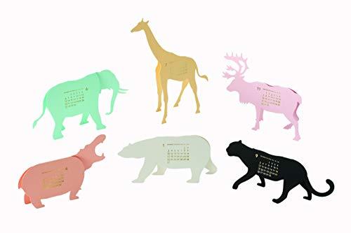 優しいパステルカラーの動物たちの体にカレンダーがあらわれました。1年で6匹の動物たちに会うことができます。  全部組み立てて、テーブルの一角を動物園のようにしてもいいですし、毎月、1匹ずつをじっくり堪能するのもいいですね。カラフルな動物たちのシルエットがお部屋のインテリアのアクセントになります。