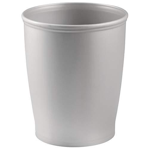 mDesign Papelera de baño de plástico – Elegantes cubos de basura para cocinas, baños y oficinas – Papeleras de reciclaje pequeñas y redondas – gris