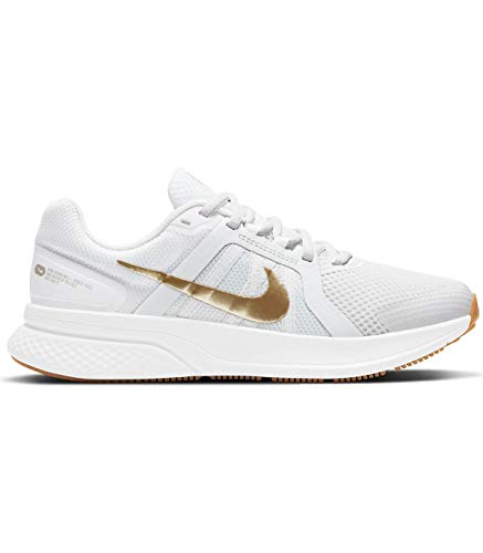 Nike W Run Swift 2, Zapatillas para Correr Mujer, Platinum Tint Mtlc Gold Star White Gum Lt Brown, 35.5 EU
