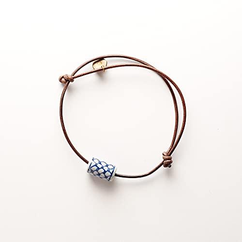 Bracelet avec des noeuds coulissant perle en porcelaine bleu blanc motif net