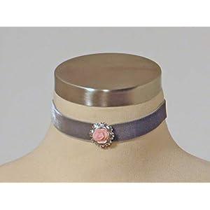Choker 'Roserl' aus elastischem Samtband mit wunderschönem Medaillon und filigran gearbeiteter Rose