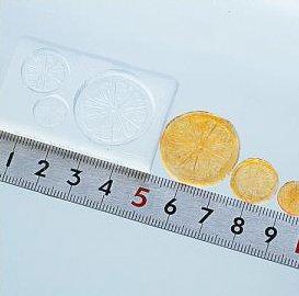 〈UVクラフトレジン〉 (S82)シリコンモールド スライスオレンジ 3サイズ フルーツ ミニチュア スイーツ 食玩 レジンや樹脂粘土でのフェイクフード作りに