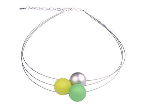 """Adi Modeschmuck Damenkette """"Mara"""", 3-strängiger Halsreif aus 20mm Polarisperlen in Grüntönen sowie Einer silbernen Akzentperle aus metallic lackiertem Acryl, handgefertigt in Berlin"""