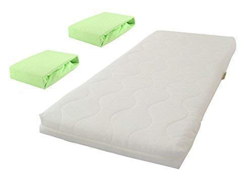 KiNDERWELT baby schuimmatras comfort gewatteerde babymatras matras 40 x 90 wit + 2 badstof hoeslakens groen