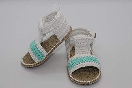 Patucos Sandalias modelo bombay para bebé de crochet, de color a elegir y suela color cámel, 100% algodón, tallas de 0 hasta 9 meses, hechos a mano en España. Regalo para bebé.