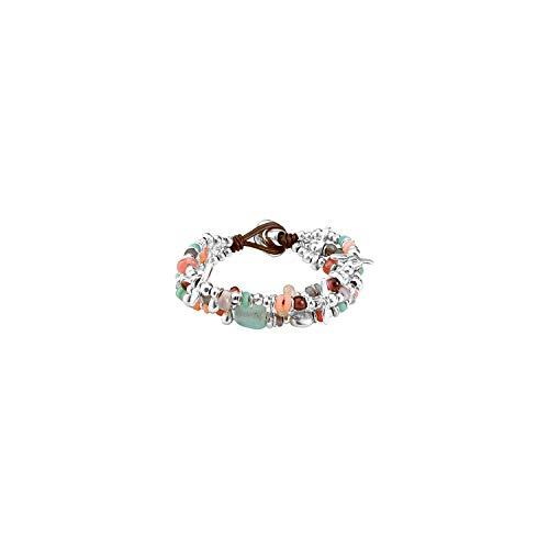 Pulsera de Tres vueltas compuesta de piezas bañadas en Plata, algunas en Forma de libélulas, Que combinan con cristales artesanales en tonos Pastel y con cierre de botón.