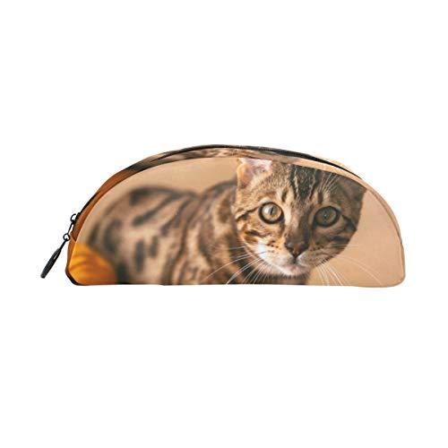 Federmäppchen, halbrund, Katzen-Design, auf orangefarbenem Sofa, Büro, Multifunktionstasche mit Reißverschluss für Studenten, Männer, Frauen