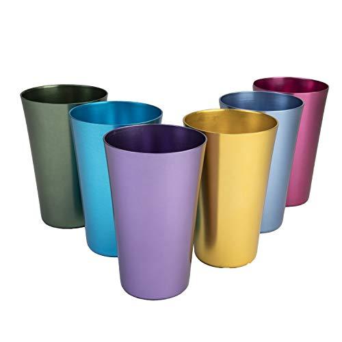 Juego de seis vasos de aluminio anodizado.