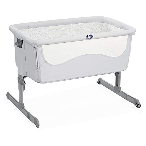 Chicco Next2Me Bedside Baby Crib Light Grey - Co-Sleeping Baby Cot with Mattress, Detachable Side, Adjustable Height, Mesh Window, Wheels and Travel Bag - 0-6 Months, 9 kg
