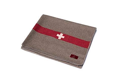 Schurwolldecke Swissdecke aus 100% Schurwolle in 125 x 200 cm. Schweizer Armeedecke mit Schweizer Kreuz. Hochwertige und strapazierfähige Wolldecke mit weißer Umkettelung. Made in Germany.