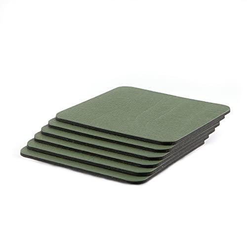 Set di 6 sottobicchieri verde oliva (10 cm x 10 cm), realizzati nel Regno Unito in pelle riciclata di Lara-May.