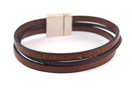 Die Geschenkidee für Männer: Lederarmband in rotbraun mit Gravur für Herren mit Magnetverschluss. Personalisierbar durch Wunschtext außen oder auf der Innenseite. 1,5 cm breit. Das Geschenk!