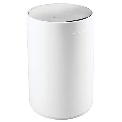 mDesign Small Round Plastic Trash Can Wastebasket, Garbage Container Bin with Swing Top Lid - for Bathrooms, Kitchens, Home Offices - 1.3 Gallon/5 Liter - White/Chrome