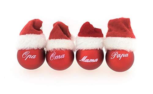 MC Trend 4er Set Weihnachtskugeln mit Schriftzug Mama Papa Oma und Opa Rote Kugeln mit weißem Druck und Mütze Geschenk Anhänger Weihnachtsbaum (4er Set Mama + Papa + Oma + Opa)