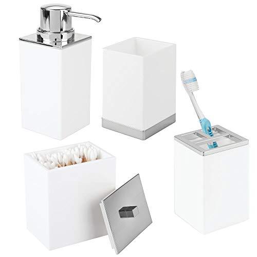 mDesign 4er-Set Badzubehör – Zahnbürstenhalterung, Seifenspender, Behälter mit Deckel und Becher – aus robustem, BPA-freiem Kunststoff – weiß/silberfarben