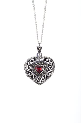 Lily Blanche - Collar con medallón de piedra natalicia de enero, oro blanco, granate natural, con medallón de corazón clásico diseñado en Gran Bretaña, viene en una caja de regalo atada a cinta