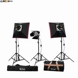 Britek#1800BHK Photography Photo Studio 1800 Watt Three Halogen Lighting Kit with Carrying Case-3 Halogen Ligh Stand by Britek+3 bulb for Halogen Light,2 Softbox,1 Barndoor,2 Carrying Bag,3 Compact Light
