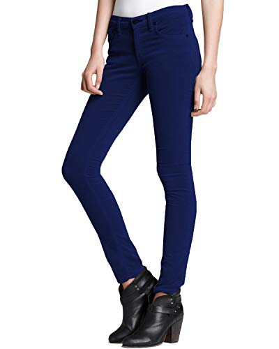 What Color Pants Go With a Navy Blazer?