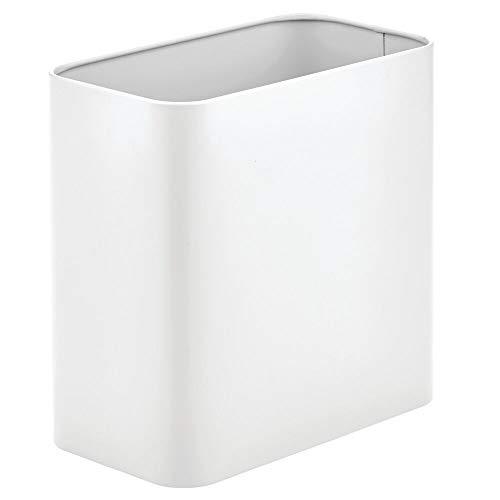 mDesign Papelera de oficina rectangular – Papelera metálica compacta para baño, cocina u oficina con espacio suficiente para residuos – Cubo de basura de metal – blanco