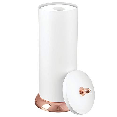 mDesign Toilettenpapierhalter – Klorollenhalter fürs Badezimmer – Papierrollenhalter freistehend – mattweiß und rotgold