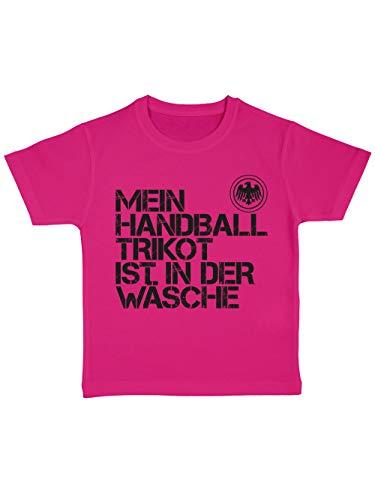 clothinx Kinder T-Shirt Bio EM 2020 Mein Handball Trikot ist in der Wäsche Pink/Schwarz Größe 104