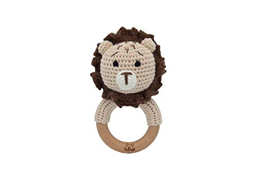 SaRassl Sonajero de ganchillo para bebé León Simba, tamaño 14,5 cm x 7,5 cm, sonajero de madera
