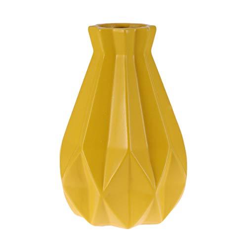 Jarrón moderno de cerámica. Decorativo. color amarillo