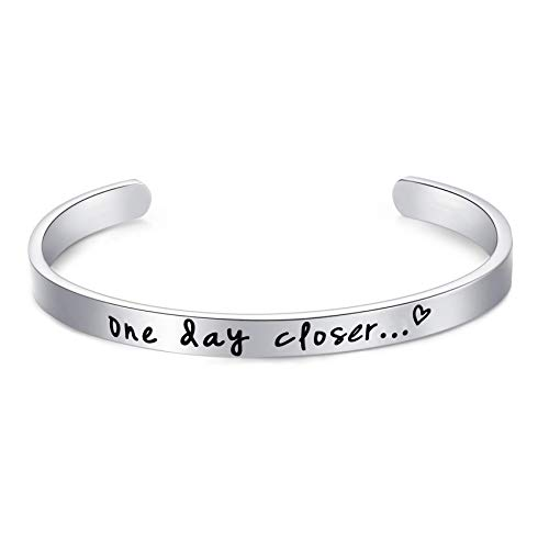 LParkin One Day Closer Bracelet Deployment Gift Military Jewelry Gifts for Wife Girlfriend Long Distance Relationship Jewelry