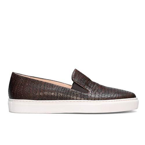 Genia – Beatriz – sneakers bruin slip on comfortabel te dragen voor dames van leer – platte zool dik wit – elastische sluiting – modieus sportief – Lagarto bruin