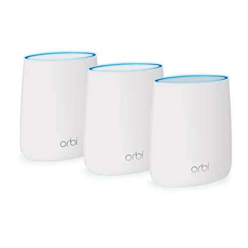 NETGEAR Orbi Tri-band Whole Home Mesh WiFi System met een snelheid van 2,2 Gbps (RBK23) – De vervangende router en extender dekken maximaal 375 m². 3-pack met 1 router en 2 satellieten