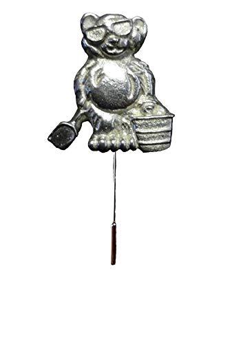 Gifts For All FT449 Teddybär mit Eimer und Spaten, 2,4 x 2,8 cm, englisches Zinn auf einer Krawattennadel für Hut, Schal, Halsband, von Derbyshire UK