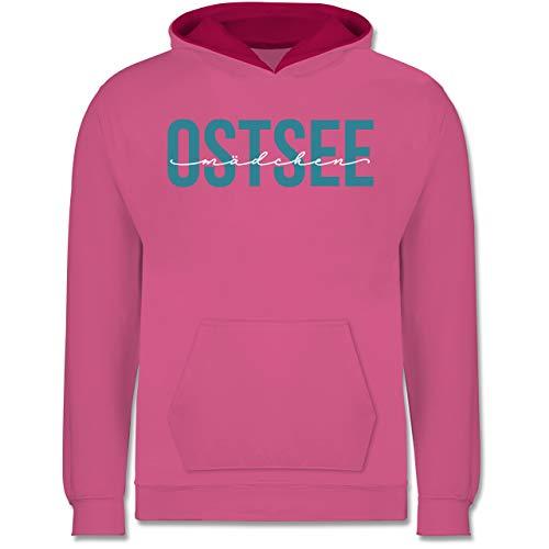 Shirtracer Sprüche Kind - Ostsee Mädchen weiß - 116 (5/6 Jahre) - Rosa/Fuchsia - Strand - JH003K - Kinder Kontrast Hoodie
