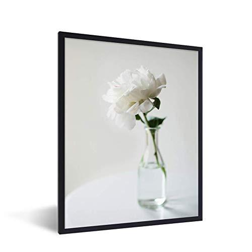 Foto in lijst - Witte pioenroos in een vaas fotolijst zwart 60x80 cm - Poster in lijst (Wanddecoratie woonkamer/slaapkamer)