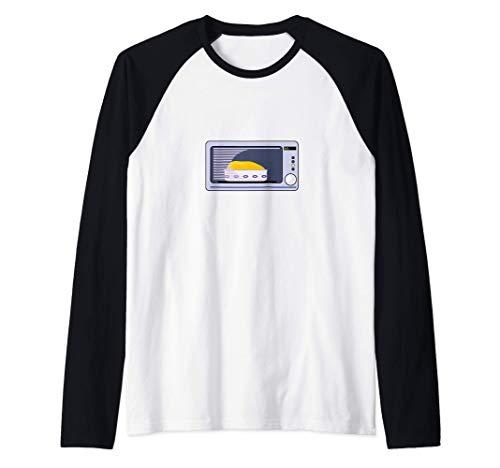 Cocinar una cazuela en el microondas Camiseta Manga Raglan