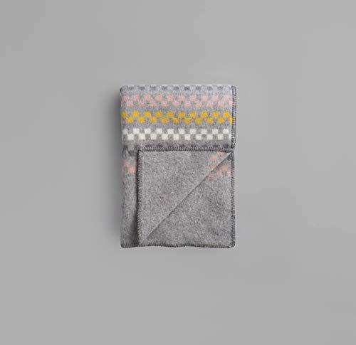 RØROS TWEED Toskaft Wolldecke | Kuscheldecke aus norwegischer Lammwolle | Design von Sarah Wright Polmar | Deckenmaße: 135x200cm (56035 grau/gelb)