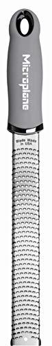 Microplane Zester Reibe Fein Grau Edelstahl aus der Premium Classic Serie für Zitrusfrüchte, Hartkäse, Ingwer, Schokolade, Muskatnuss und Trüffel
