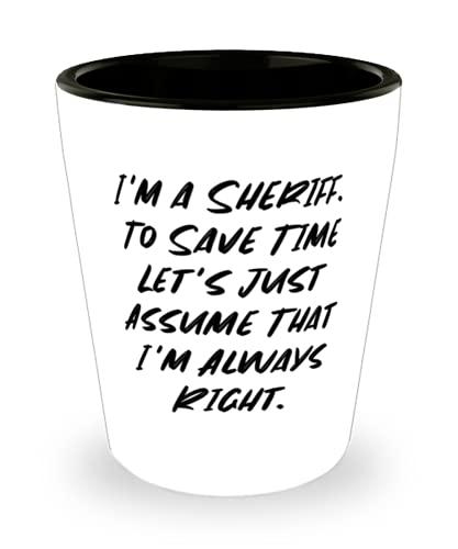 Soy un sheriff To Save Time Let's Just Assume That I'm Always. Vaso de chupito, regalo de sheriff de amigos, hermosa taza de cerámica para compañeros de trabajo