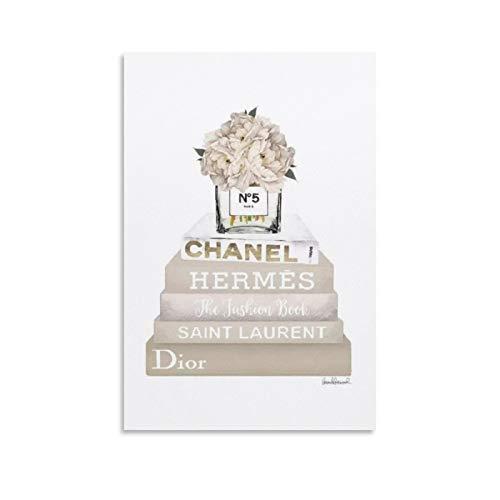 Amanda Greenwood - Libros decorativos de color crema, champán y dorado con florero con peonía blanca