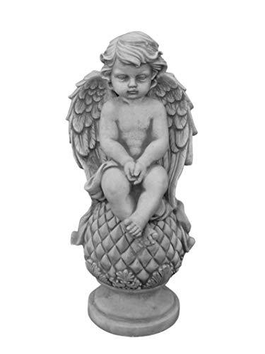 gartendekoparadies.de Massive Steinfigur Stein Engel auf Kugel aus Steinguss frostfest