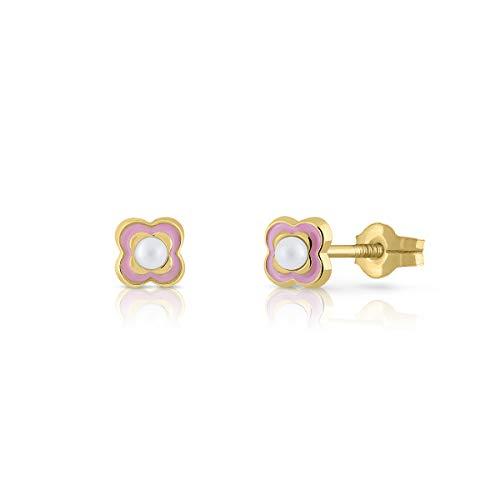 Pendientes oro 18k niña/mujer cuatrebol con perla cultivada y esmalte rosado. Medida de la joya 4.5 milímetros. Con cierre de presión de máxima firmeza y calidad.