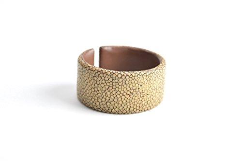 Damen Armband 'Gigi' aus Rochen - Leder, breiter Armreif für Frauen braun Armreifen Armspange Arm-Schmuck
