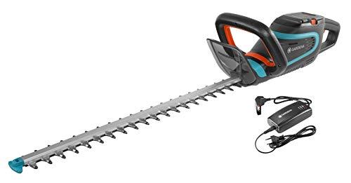 Gardena Set Akku-Heckenschere PowerCut Li-40/60: Akku-Heckenschneider mit 60 cm Messerlänge, ergonomischer Griff, Anschlagschutz, intuitives Tastenfeld, inkl. Li-Ion Akku und Ladegerät (9860-20)
