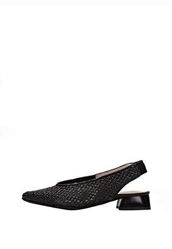 Zapato Destalonado de Punta Fina en combinación de Materiales calados. Tecnología TRIFLOW con Triple almohadillado, amortigua Cada Paso aportando flexibilidad y Confort.