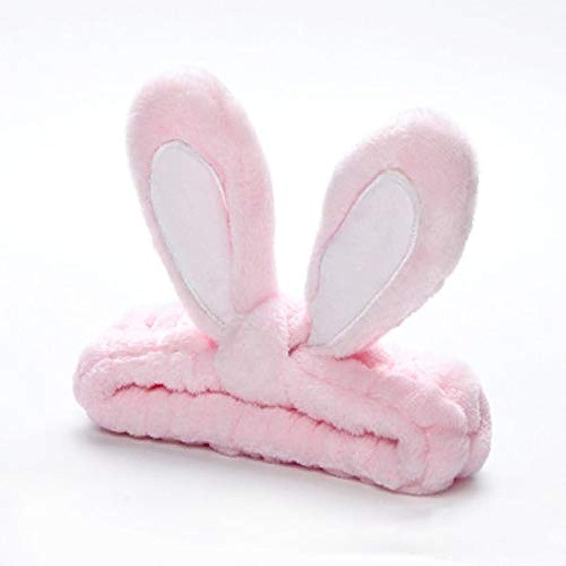 衝突進行中人口かわいいウサギの耳帽子は顔を洗って、新しくファッションヘッドバンドをメイクアップ