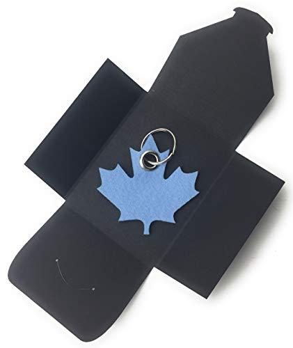 Schlüsselanhänger Ahornblatt (hellblau) aus Filz - als besonderes Geschenk verpackt