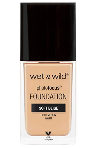 Wet n Wild - Photo Focus Foundation - Fondotinta Beige Morbido - Copertura Intensa, Per una Pelle Impeccabile in Foto - Riduce Linee Sottili, Macchie e Rughe - Vegan - Soft Beige