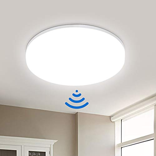 LED Deckenleuchte mit Bewegungsmelder 18W 1800LM, IP54 Wasserfest Deckenlampe mit Bewegungsmelder, LEOEU Sensor Leuchte für Bad Flur Balkon Garage Keller Treppen, 4000K Ø22cm